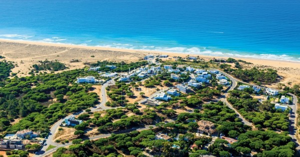 Do you know that the Algarve has plots of land for sale with sea view?