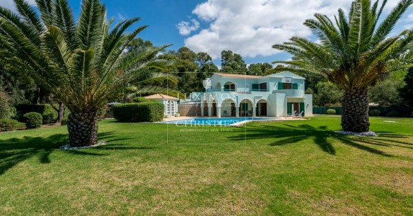 Algarve: selection of luxury houses for sale with garden and pool