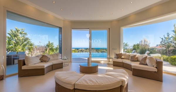 8 reasons to buy a house in the luxury of Carvoeiro beach, Algarve