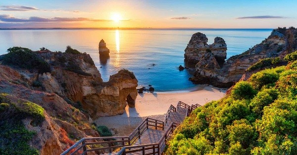 Why do the British keep buying houses in the Algarve?